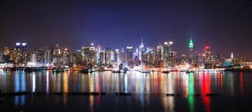 Panorama di notte di New York City Fotografie Stock Libere da Diritti