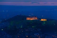 Panorama di notte, tempio del Partenone, Atene in Grecia Fotografia Stock