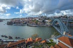 Panorama di Oporto con il ponte di Luis I, Portogallo Fotografia Stock