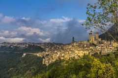 Panorama di Pacentro, Italie Image libre de droits