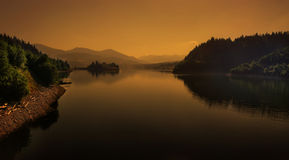 Panorama di paesaggio della natura del lago morning Fotografia Stock
