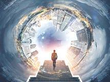 Panorama di paesaggio urbano di Fisheye, uomo sulle scale Fotografia Stock Libera da Diritti