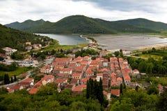 Panorama di piccolo villaggio mediterraneo Fotografie Stock