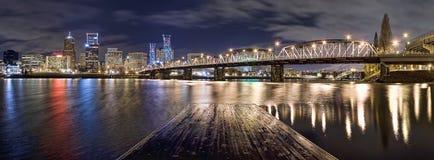 Panorama di Portland Oregon alla notte Fotografie Stock