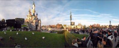 Panorama di principessa Castle di DISNEYLAND PARIGI Fotografia Stock