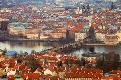 Panorama di punto di vista di Praga sopra Charles Bridge Immagine Stock
