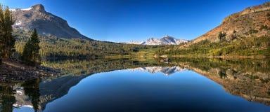 Panorama di riflessione del lago Tioga Immagini Stock Libere da Diritti