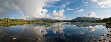 Panorama di riflessione dell'arcobaleno dell'Irlanda Fotografie Stock Libere da Diritti