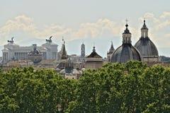 Panorama di Roma con l'altare della patria fotografia stock libera da diritti