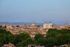 Panorama di Roma, Italia con il della Patria di Altare del monumento Fotografie Stock