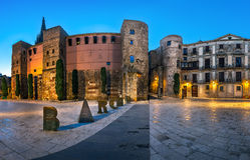Panorama di Roman Gate e della nova antichi di Placa di mattina Immagine Stock Libera da Diritti
