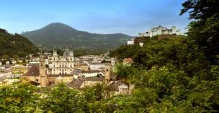 Panorama di Salisburgo con la fortezza di Hohensalzburg, Austria Immagini Stock