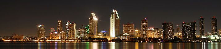 Panorama di San Diego alla notte Fotografia Stock