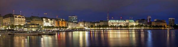 Panorama di sera di Amburgo dal lago Alster Fotografia Stock
