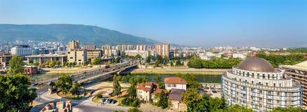 Panorama di Skopje dalla fortezza immagini stock libere da diritti