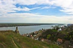 Panorama di Slankamen, città al Danubio fotografia stock libera da diritti