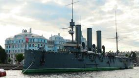 Panorama di St Petersburg Russia di Neva River Cruiser Aurora stock footage