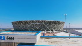 Panorama di stadio di football americano e di cielo blu stock footage