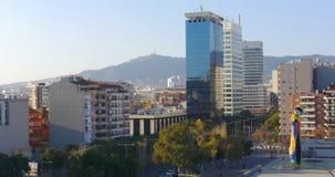 Panorama di tempo di giorno della città di Barcellona con il monumento 4k spagna di miro di Joan del ocell di dona i video d archivio