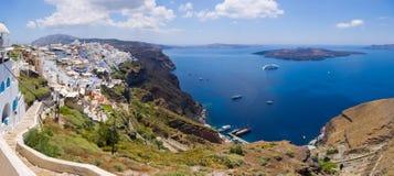 Panorama di Thira nell'isola di Santorini, Grecia fotografia stock