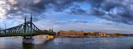 Panorama di tramonto di Budapest Ungheria di Budapest Ungheria con il Ch immagini stock libere da diritti