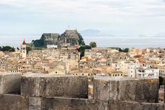 Panorama di vecchia città di Corfù con la vecchia fortezza immagini stock