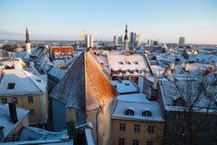 Panorama di vecchia città di Tallinn al tramonto Fotografia Stock Libera da Diritti