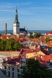 Panorama di vecchia città di Tallinn al tramonto Fotografie Stock