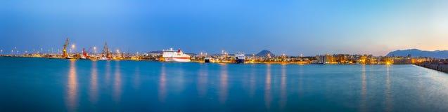 Panorama di vecchio porto veneziano con le linee di navi e di pescherecci fotografie stock libere da diritti