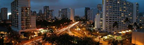 Panorama di Waikiki alla notte Fotografie Stock