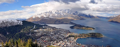 Panorama di Wakatipu del lago & di Queenstown, Nuova Zelanda Immagine Stock Libera da Diritti