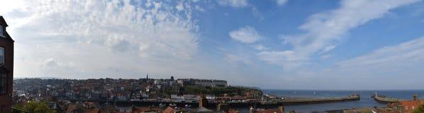 Panorama di Whitby Town e del porto, North Yorkshire, Regno Unito Immagini Stock