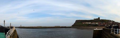 Panorama di Whitby Town e del porto, North Yorkshire, Regno Unito Fotografia Stock