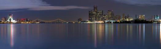 Panorama di XXL dell'orizzonte di Detroit Windsor Fotografie Stock