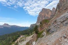 Panorama Dibona halna buda przy foots Tofana Di Rozes zdjęcie royalty free