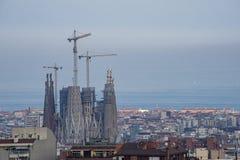Panorama die van Barcelona Spanje de bouw van de Sagrada Familia Kathedraal kenmerken royalty-vrije stock fotografie