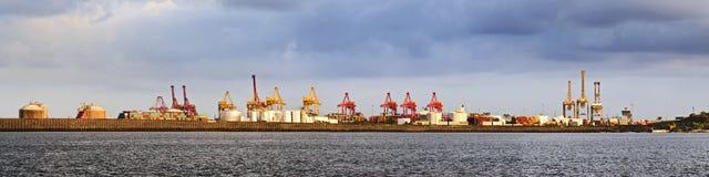 Panorama distante del cargo de la botánica del puerto Fotografía de archivo libre de regalías