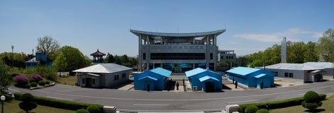 Panorama DMZ (Panmunjom), Haus der Freiheit, wie von DPRK gesehen lizenzfreie stockbilder