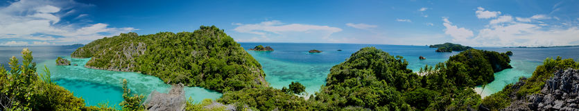 Panorama do arquipélago de Raja Ampat imagens de stock royalty free