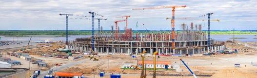 Panorama do canteiro de obras de um estádio enorme fotografia de stock royalty free