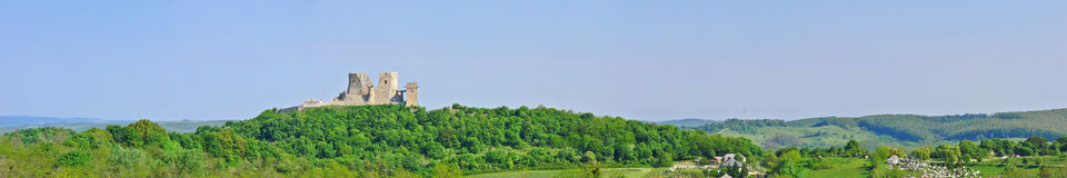 Panorama do castelo de Csesztnek imagem de stock
