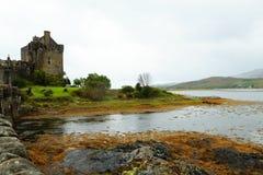 Panorama do castelo de Eilean Donan, Escócia fotos de stock royalty free