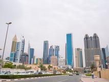 Panorama do centro da cidade de Dubai Arranha-céus bonitos no tempo nebuloso fotos de stock royalty free