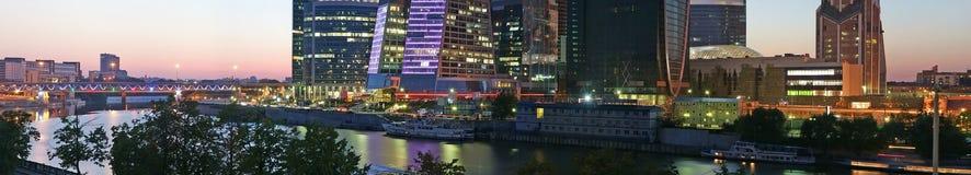 Panorama do centro de negócio internacional Imagem de Stock