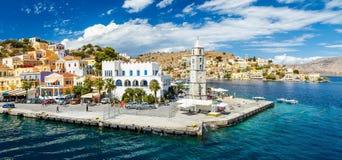 Panorama do dia de verões bonito na ilha grega Symi no Dodecanese Grécia Europa Fotos de Stock