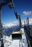 Panorama do elevador da montanha feito após o dia do pó Fotografia de Stock