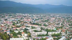 Panorama do fundo da cidade de Khust Vista da ruína do castelo velho Paisagem, Zakarpattia Oblast Ucrânia vídeo 4K video estoque
