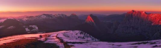 Panorama do inverno de montanhas de Urkiola Imagens de Stock Royalty Free
