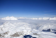Panorama do inverno dos cumes Foto de Stock