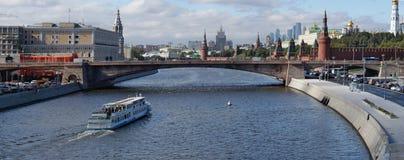 Panorama do Kremlin e da cidade do negócio do publ novo Imagens de Stock Royalty Free